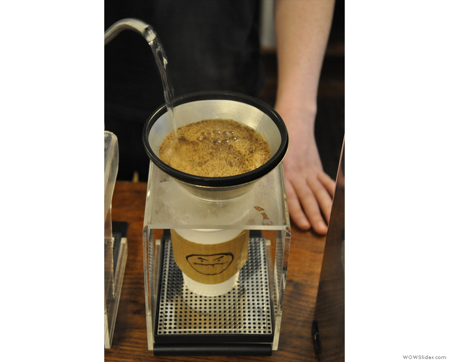 ... by the main pour, which takes it up to 400g of water. In all, it takes 2 minutes for pouring.