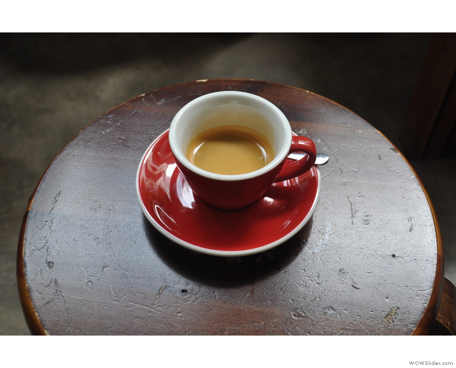 ... as well as serving me this lovely espresso using a blend of Vietnamese Arabica beans.