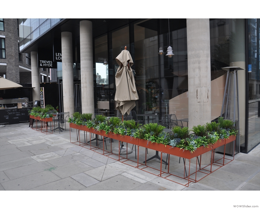 At the northern end of London's Leman Street, you'll find this neat set up.