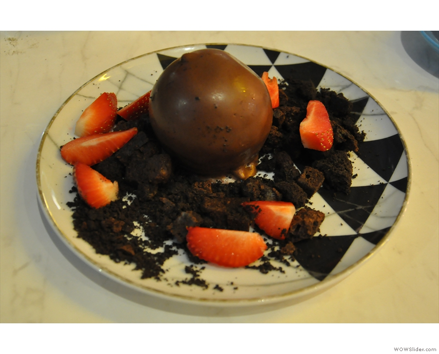 I'd skipped starter to make room for this: Melbourne Mars Cheesecake Ball for dessert.