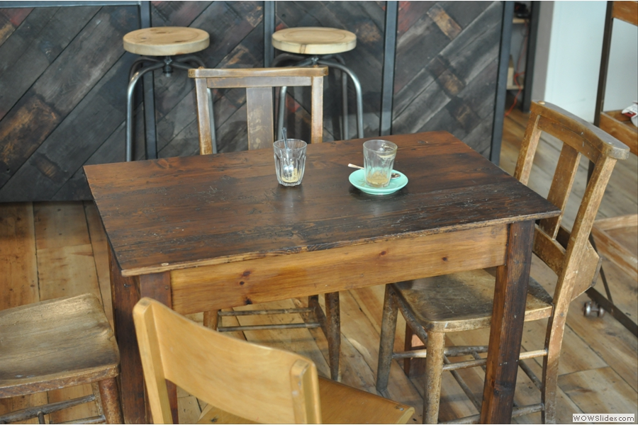 The last of the tables in the main seating area, with the Brew Bar behind.