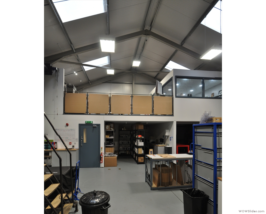 Turning around, and this is the rest of the roastery: a neat mezzanine level...