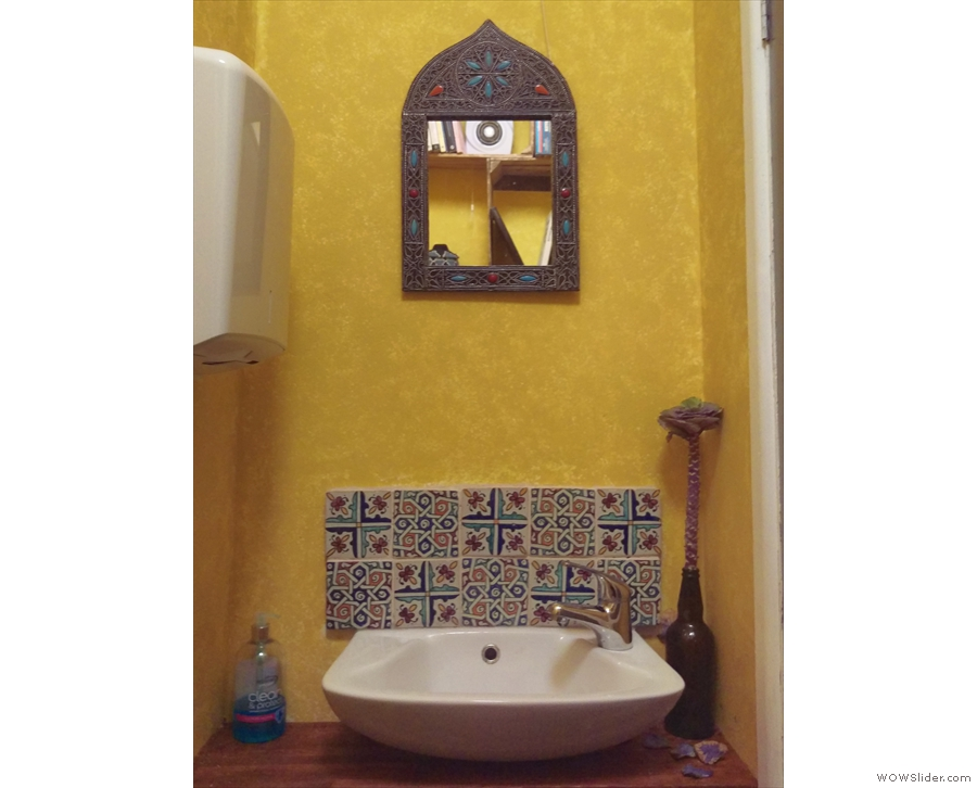... while even the hand basin in the toilet is fabulously decorated!