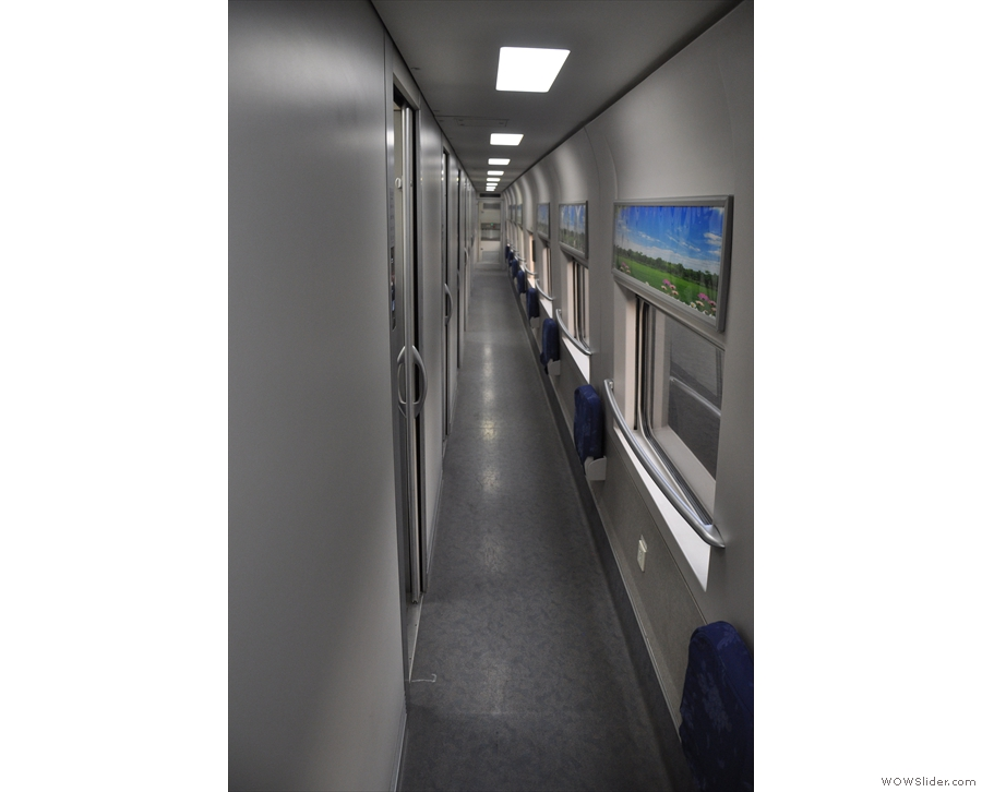 Inside, a long corridor with fold-down seats gives acess to the sleeping compartments.