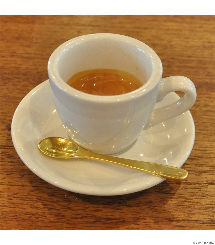 Nem Coffee & Espresso, tucked away down a residential street in Tokyo.
