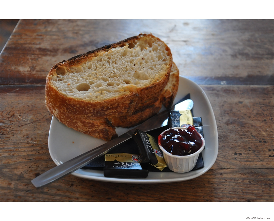 If you don't fancy cake, by the way, Providero also does toast. With homemade jam!