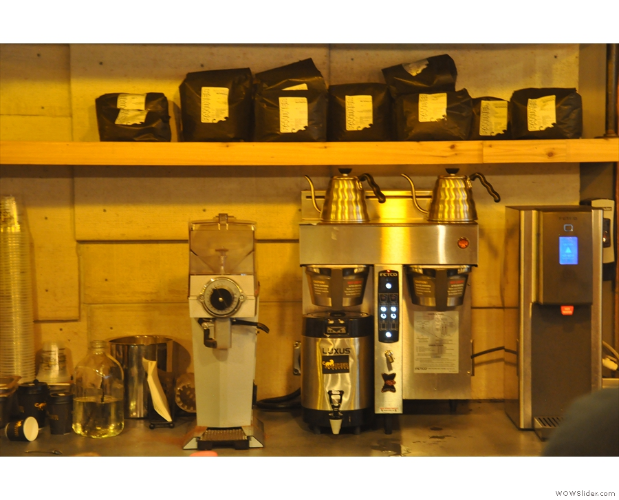 All the filter coffee is prepared at the back. There's Chemex, Clever Dripper or bulk-brew.