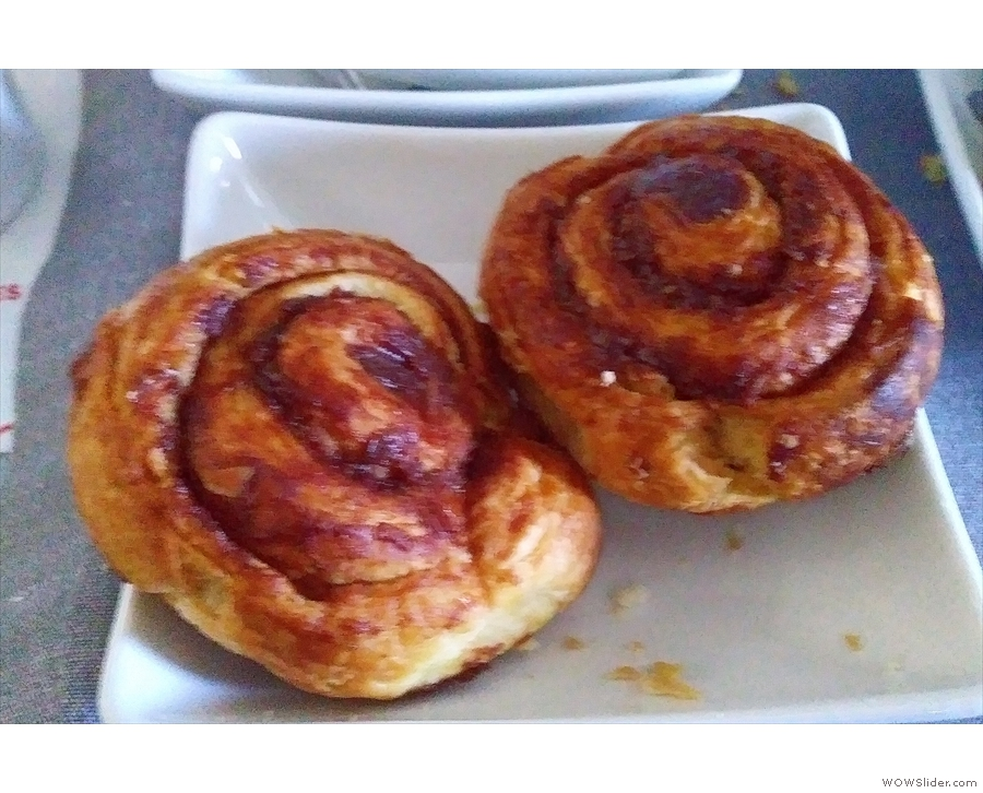 The meal was somewhat redeemed by the arrival of two warm cinnamon buns.