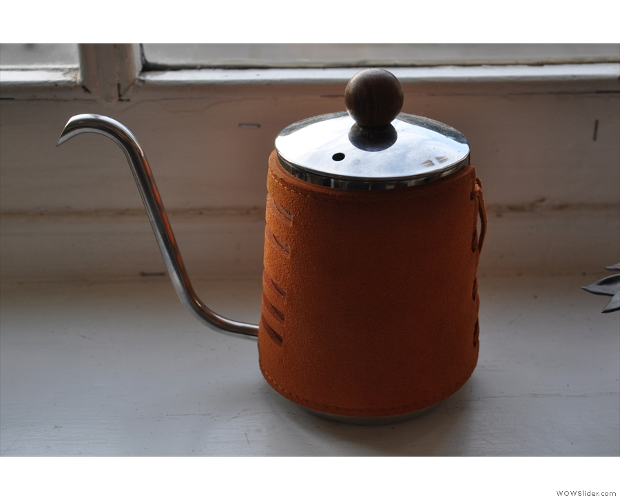 I particularly liked the handleless pouring kettle.