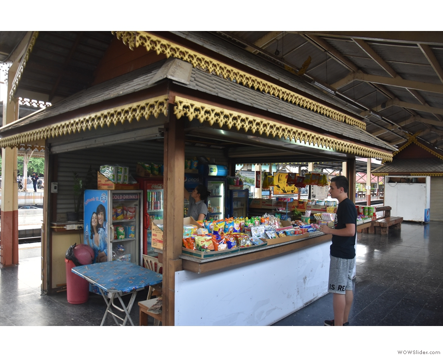Talking of snacks, you can also get them from these kiosks between Platforms 3 & 4.