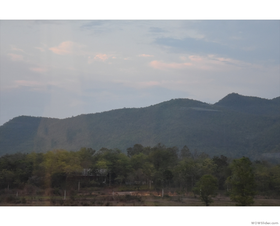 After half an hour, we were approaching the mountains south of Lamphun.