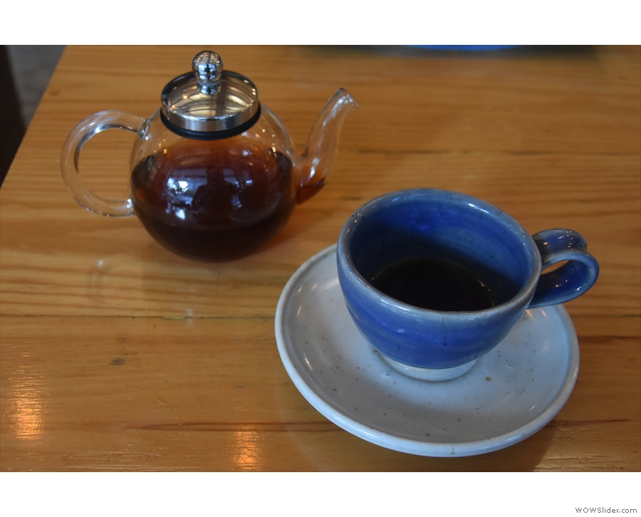 I had this as a V60, served, intriguingly, in a glass tea pot.