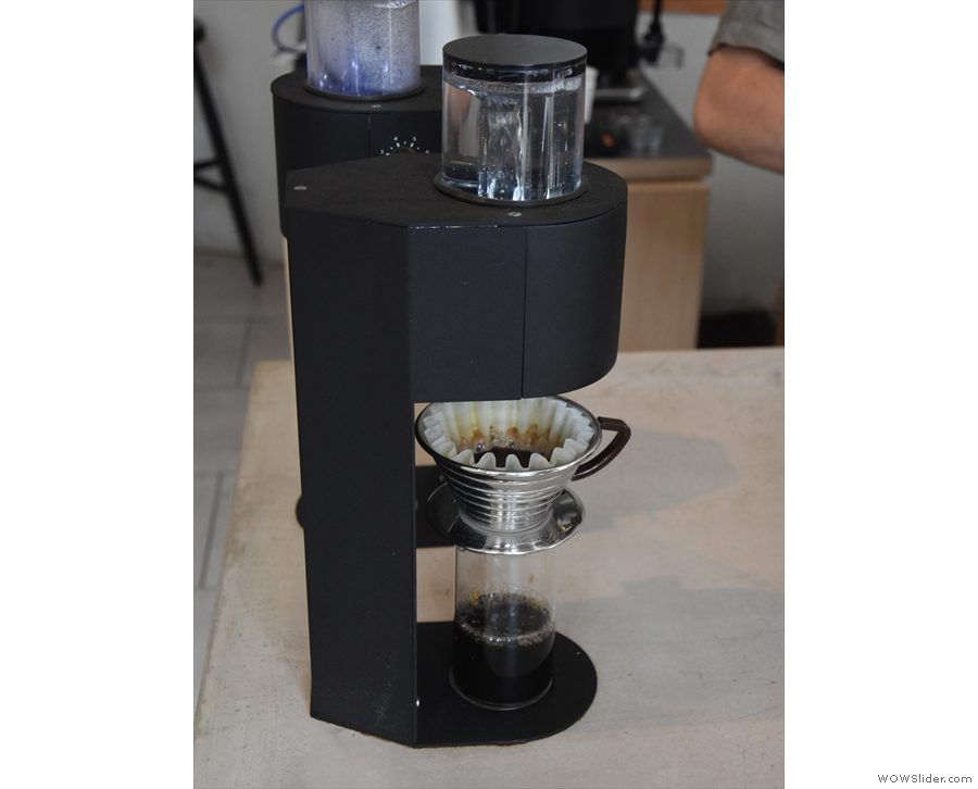... which, as best it can, mimics the pour-over process.