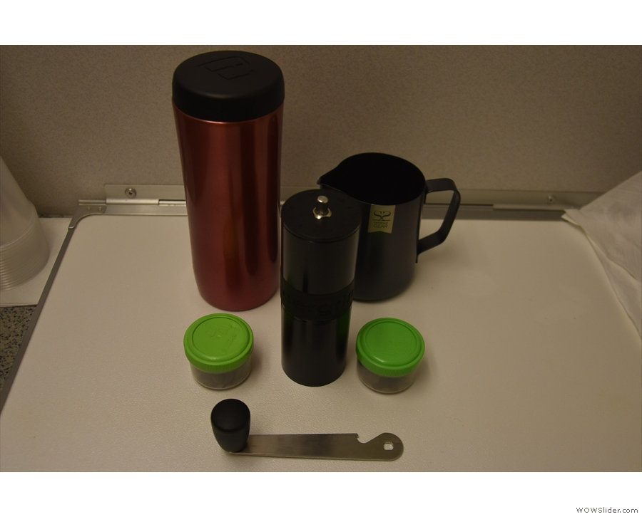 ... while for comparison purposes, I got my Aergrind and Travel Press out and made...