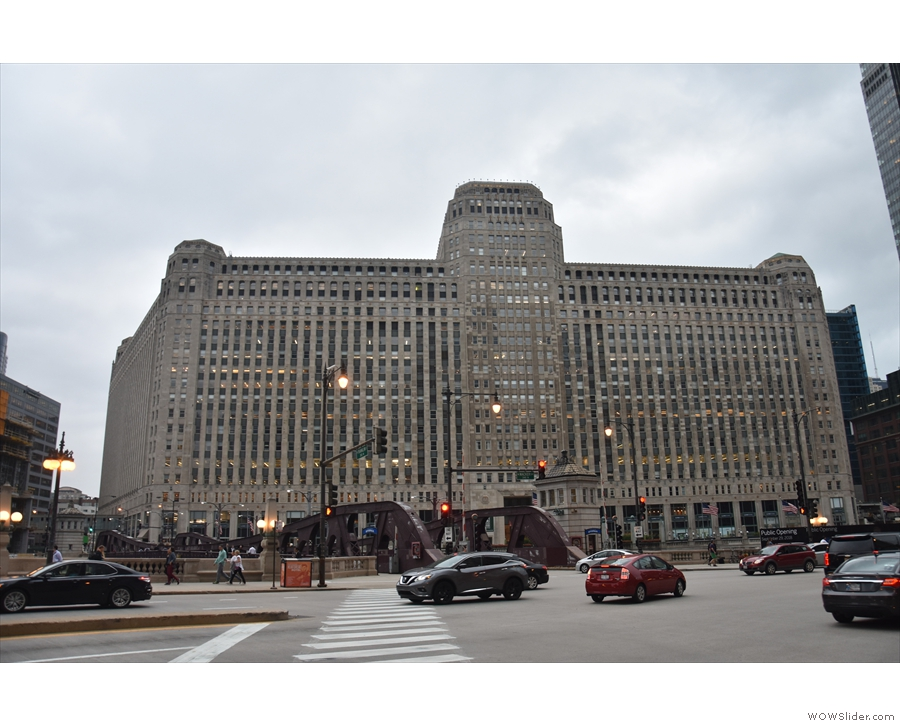 30 minutes later & I'm in the heart of Chicago. This is the Merchandise Mart...