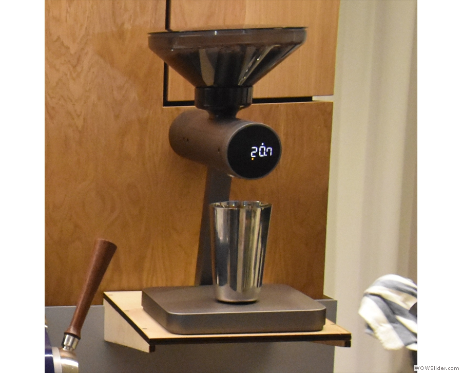 Next comes this neat automatic bean-counter for dosing the espresso shots...