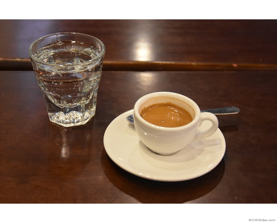 I was back five days later for a pre-hike espresso, served with a glass of sparklig water.