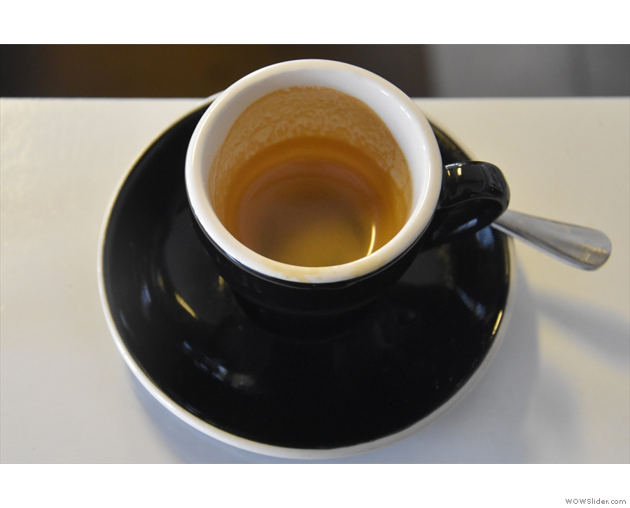 A sign of the crema's thickness: it's coated the sides of the cup all the way to the bottom!