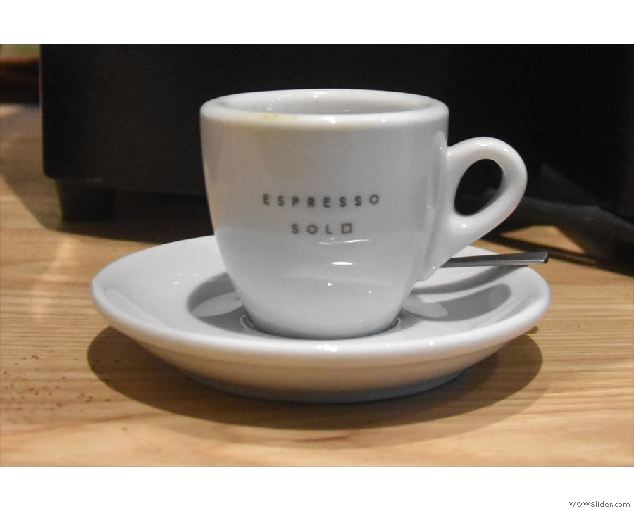 The cup says 'espresso solo' by the way.