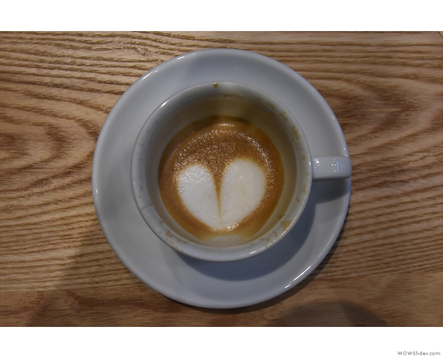 ... the milk holding the latte art all the way to the bottom of the cup...