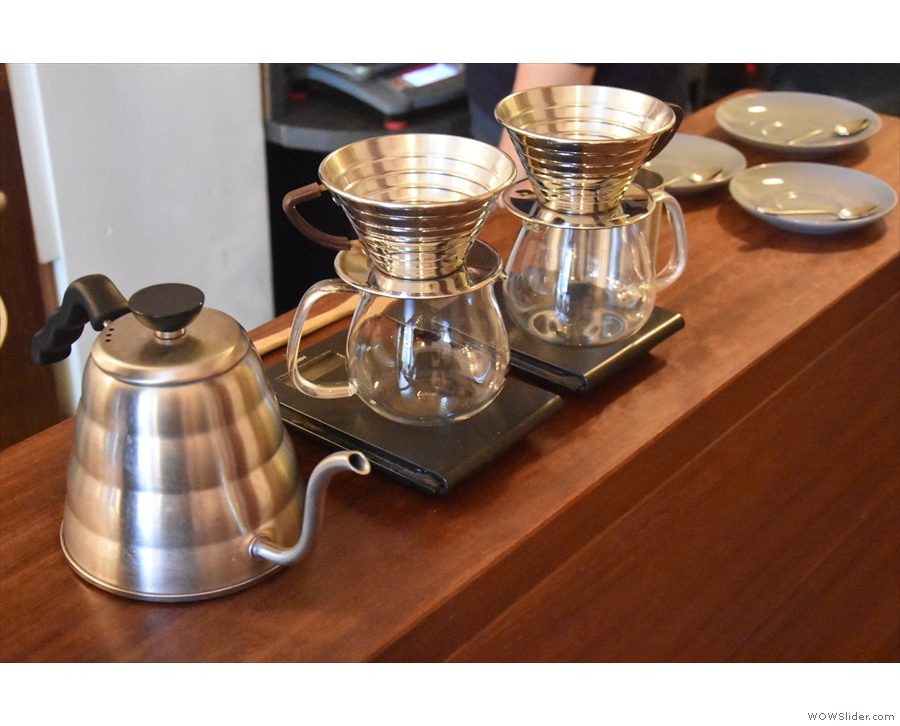 ... while down the side, there's room for a pour-over set-up of kettle & Kalita Wave filters.