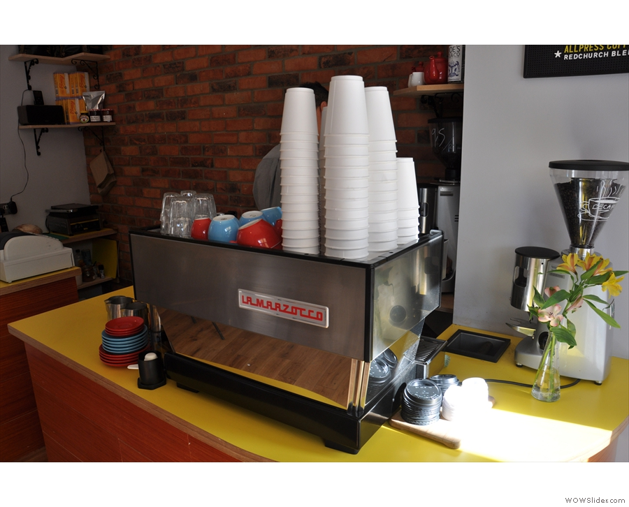 I like the red and blue cups... And the yellow counter top...