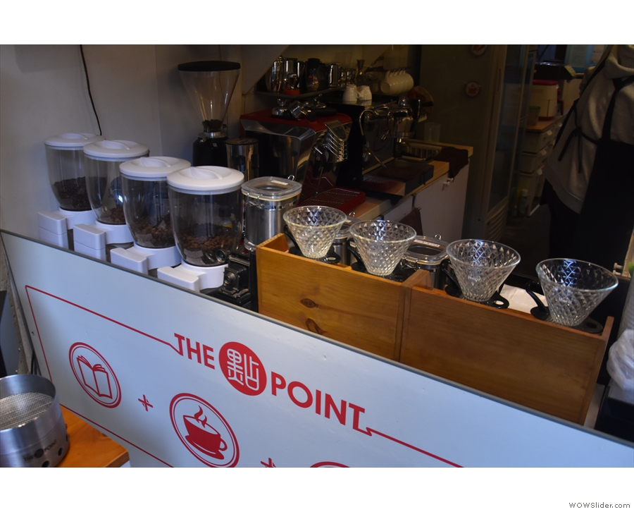 However, the front of the counter, with its row of V60s, promises so much more...