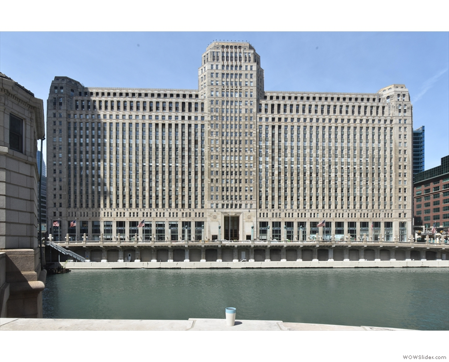 We'll end with my rCup looking suitably tiny against the vast bulk of the Merchandise Mart.