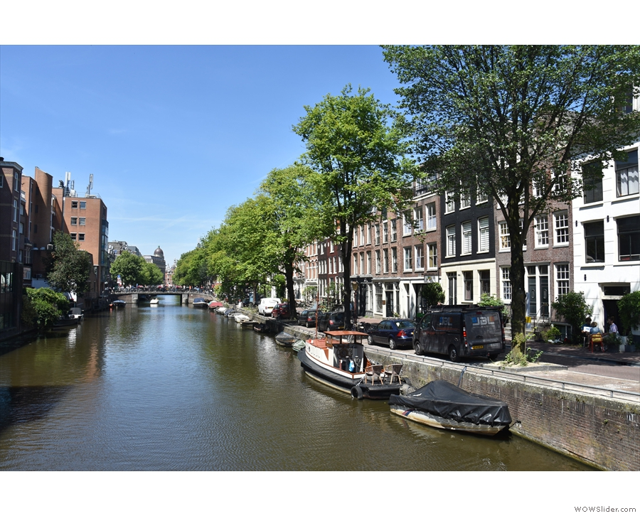 And here's the view from the bridge, looking west along Lijnbaansgracht.