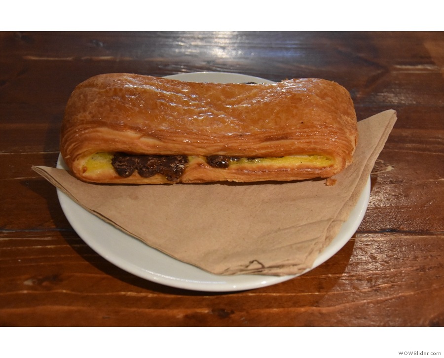 I'll leave you with my pepito, an awesome custard and chocolate filled pastry.