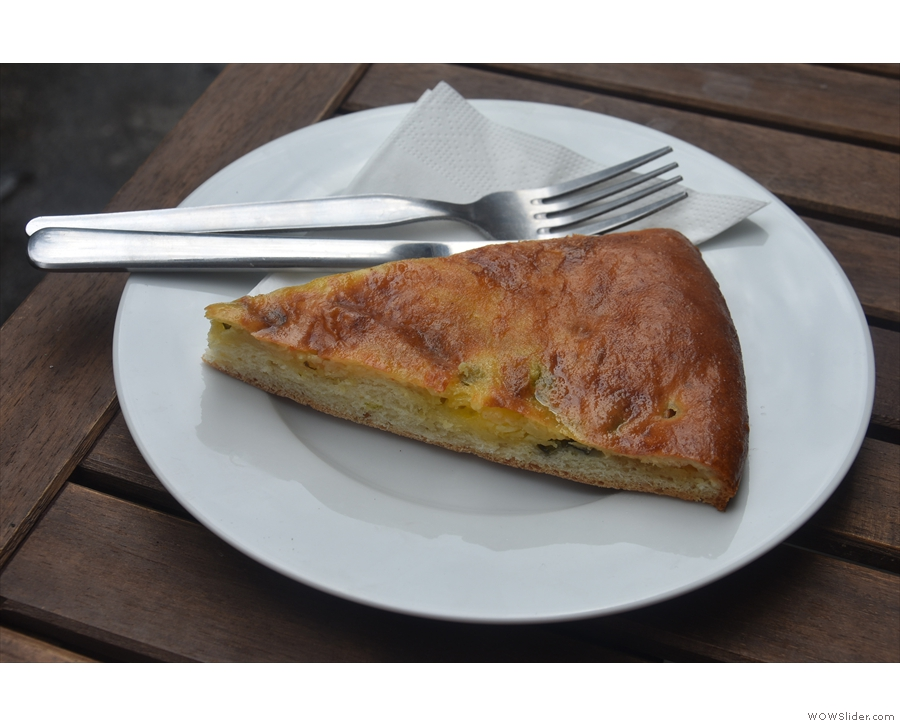... which is a savoury flat bread (chačapuri) with cheese (sýrem) and herbs (bylinkami).