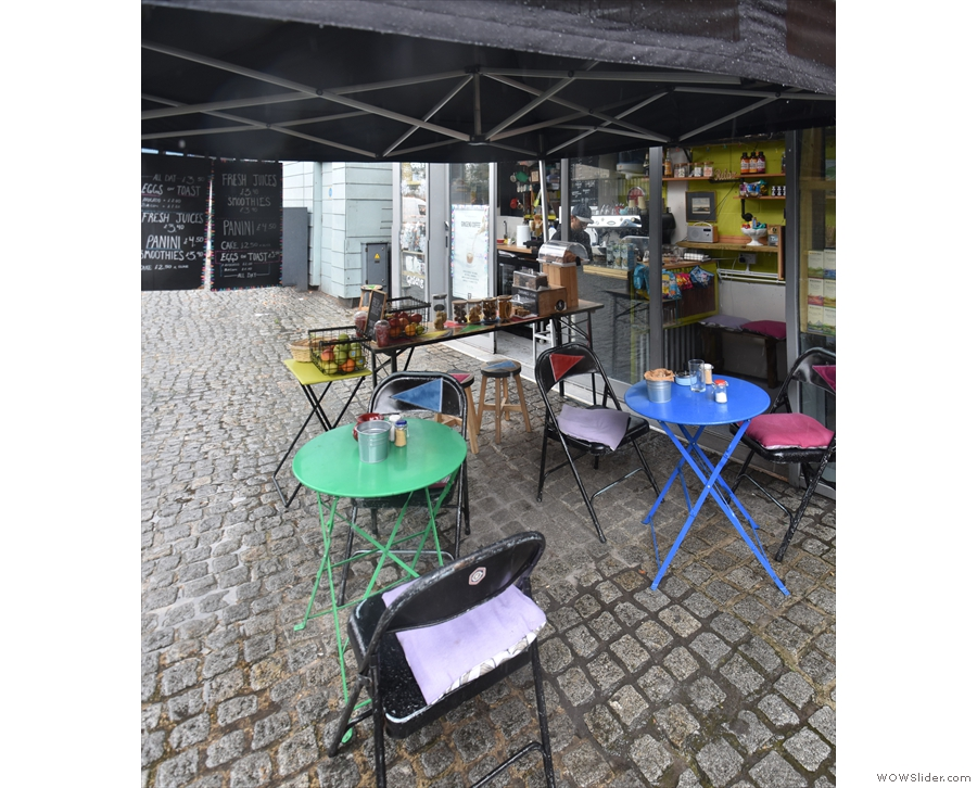 When not raining, the tables spread out into the yard, but not when I was there!
