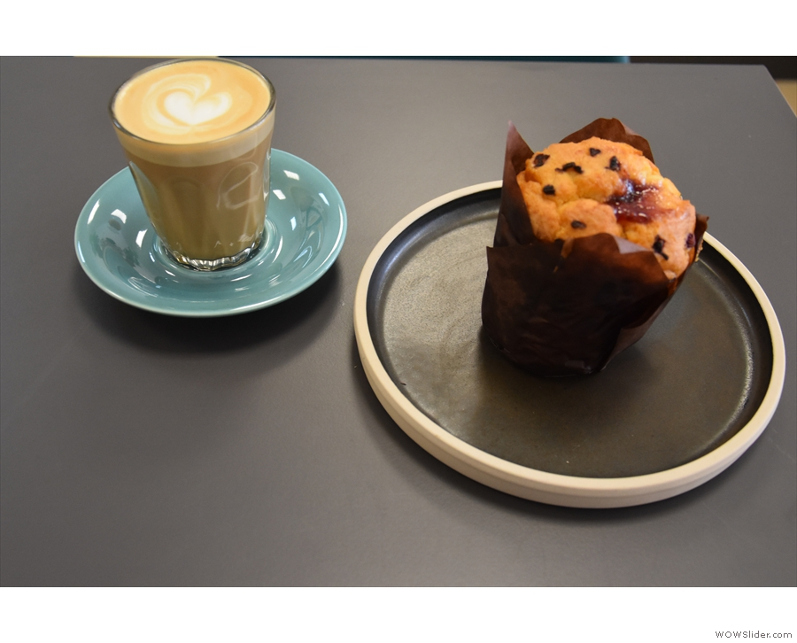 I was there for afternoon coffee and cake, a cortado and a muffin.