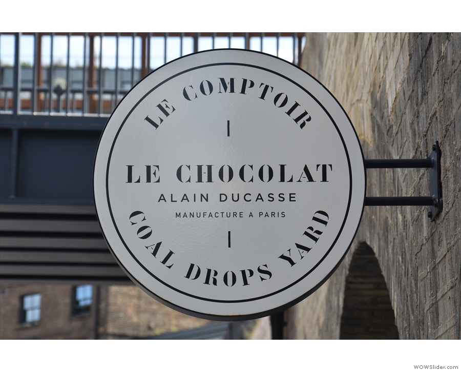 ... and next door, there's a chocolate shop, also by Alain Ducasse.