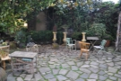 The garden at the back is idylic and sheltered... But closed in the winter!