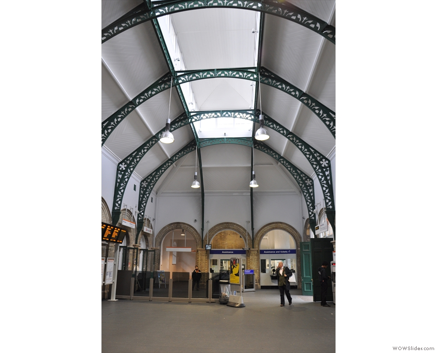 If you like station architecture, the ticket hall is worth a look before you go in.