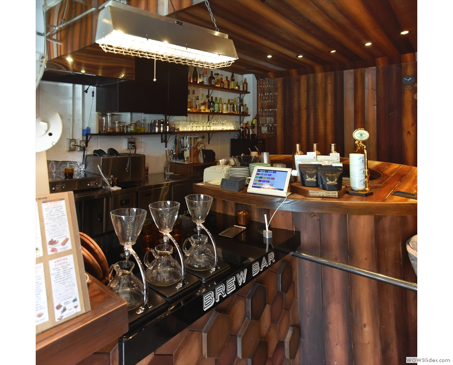 The brew bar is also where you pay, after you've ordered. Beyond this is the circular bar...