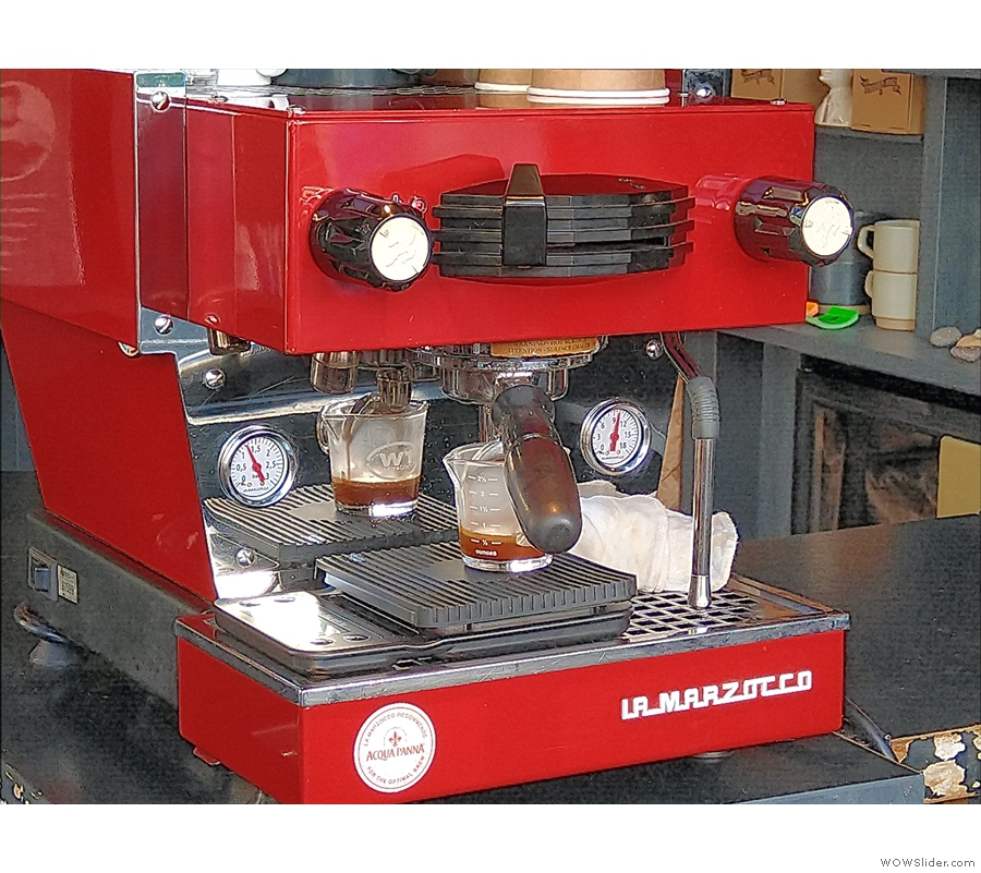 ... which makes it perfect for watching espresso extract.
