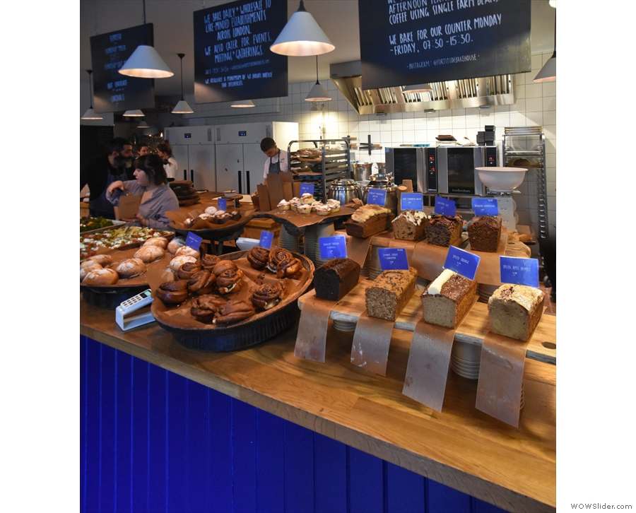 During opening hours, the bakery is in full swing behind the counter...