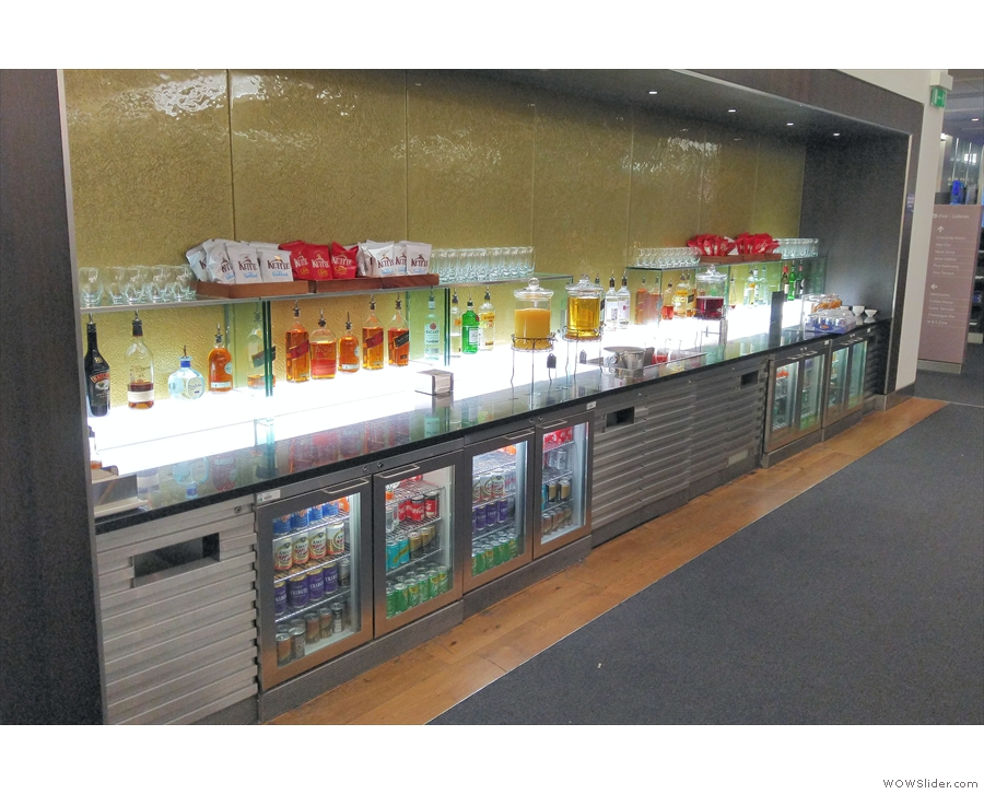 ... one of the many, many bars in the Galleries First Lounge!
