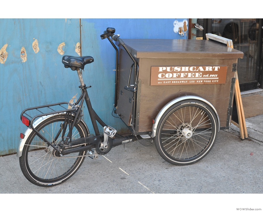 The eponymous pushcart from Pushcart Coffee