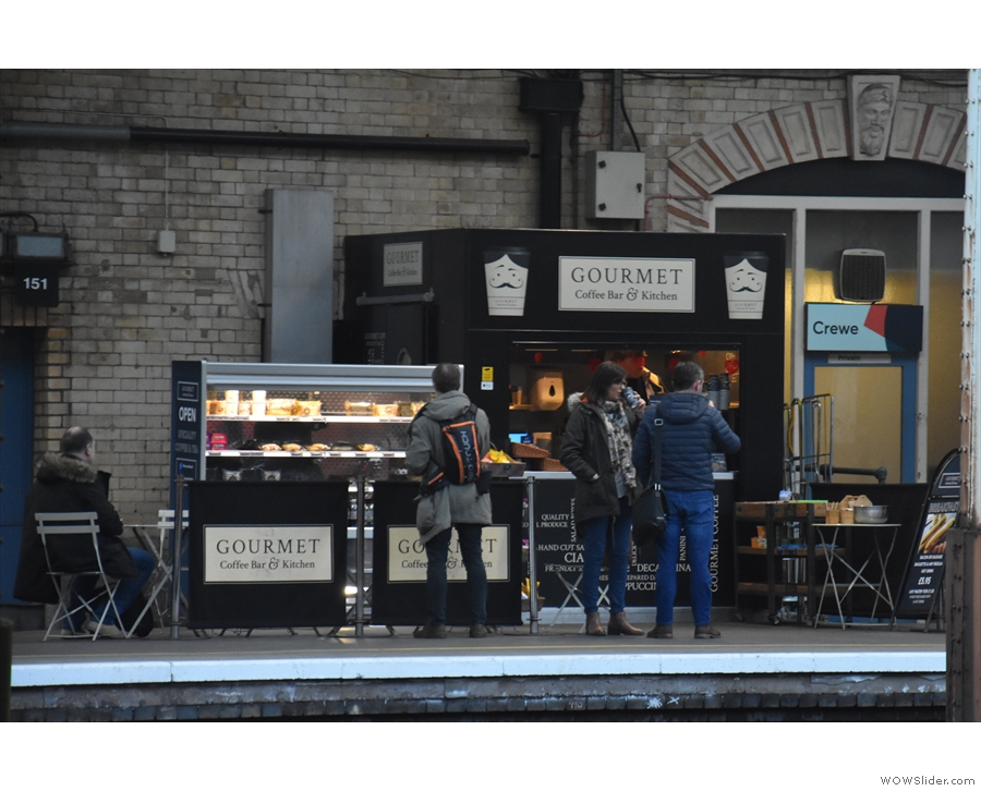 ... which consists of a much smaller kiosk across the tracks on Platform 6.