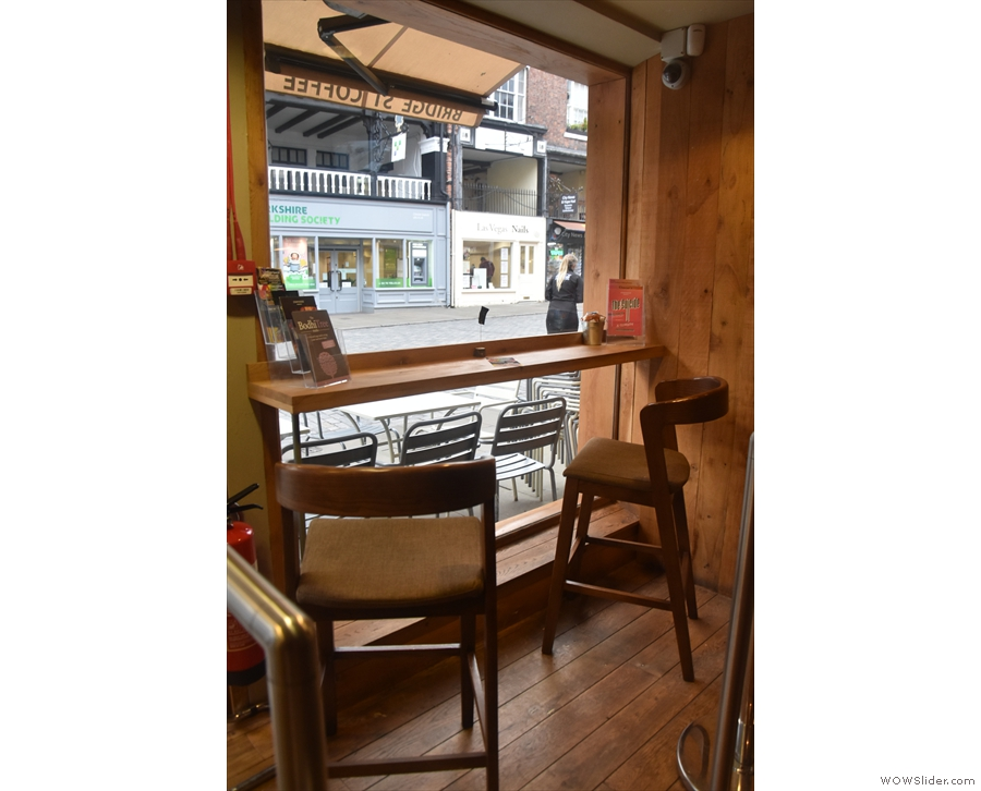 ... while to the left is this cosy two-person bar, ideal for people-watching.