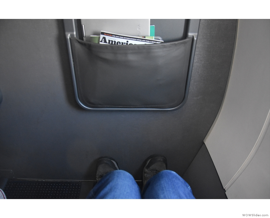 Behiold my legroom! Not quite enough to stretch out, but ample for an hour or two.