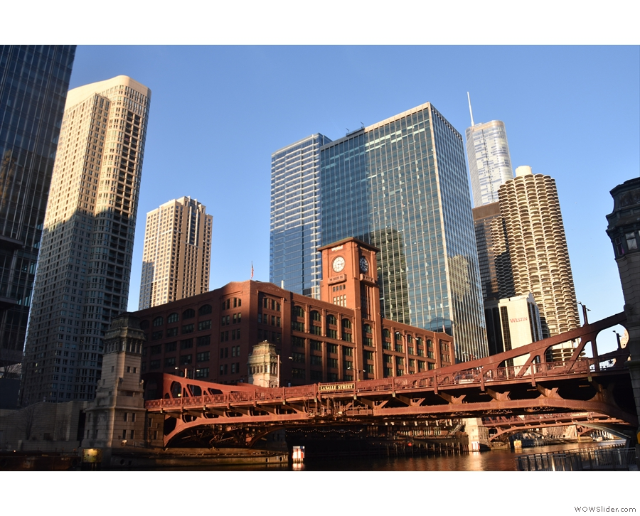By now I'd decided to return home, so took one last walk along the Chicago River.
