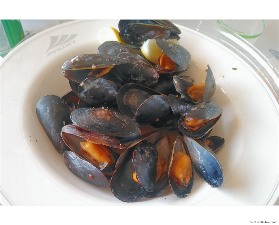 Meanwhile, although I had mussels again for lunch, this is the picture from day one.