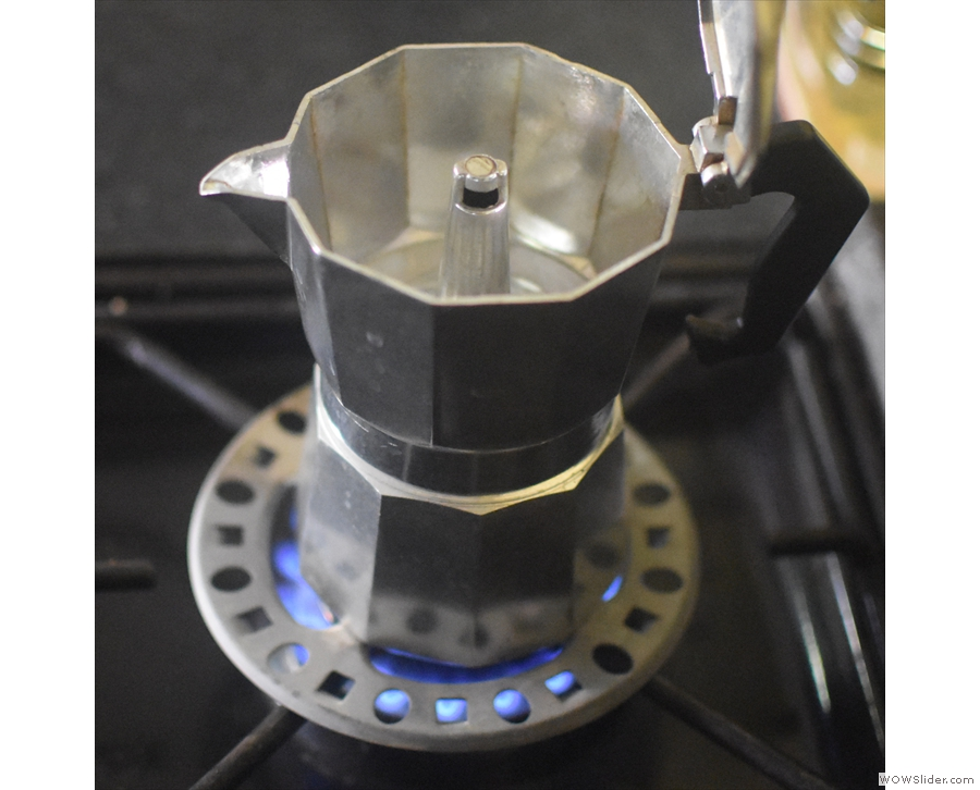 Although it looks pretty with the lid down, you actually want to brew with the lid up...