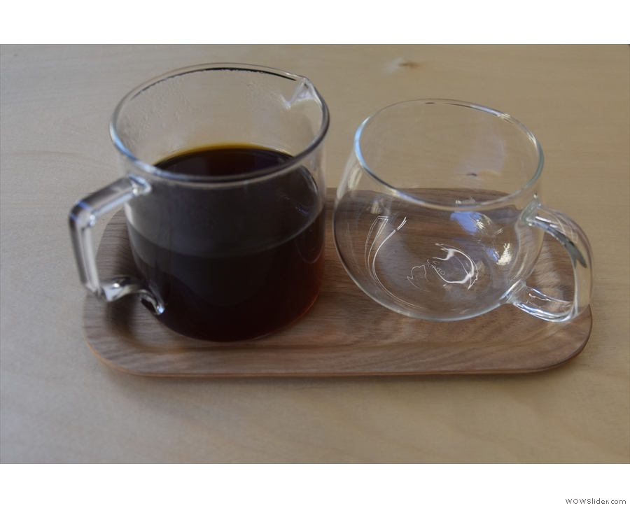 I had a V60 of the 'discovery', a washed Ethiopian Kochere Debo, served in a carafe...