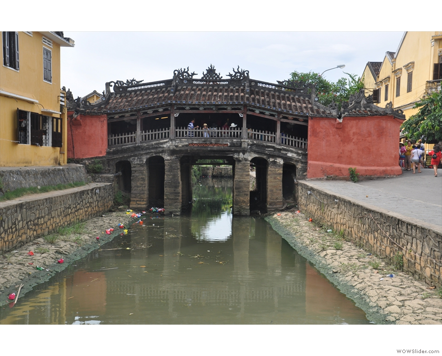 This is the famous Chùa Cầu Hội An Quảng Nam (Japanese Covered Bridge).