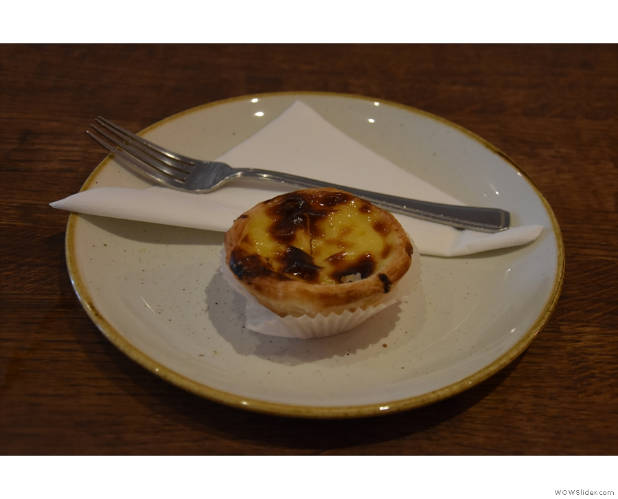 ... while my pastéis de nata came on a plate.
